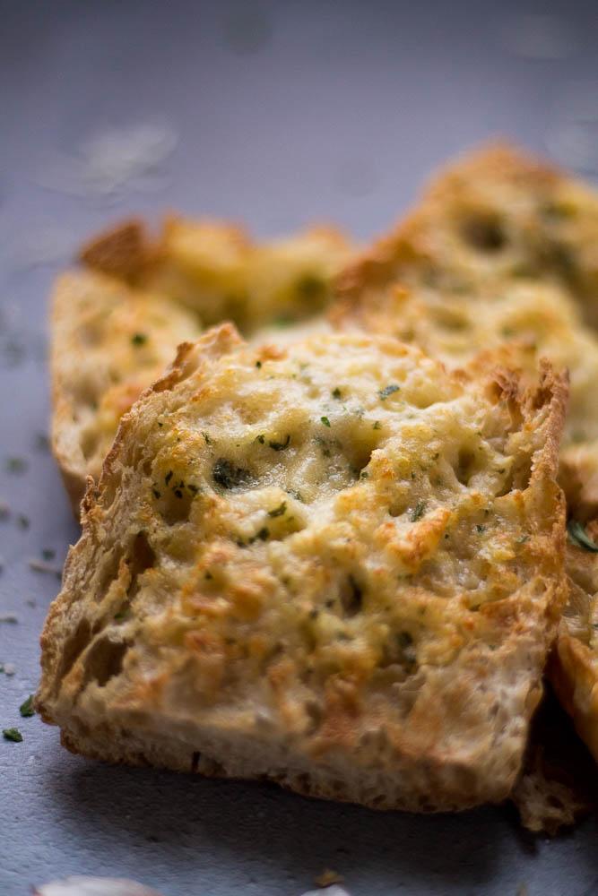 Close view of air fryer garlic bread